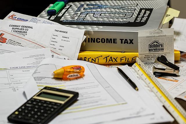 expert comptable sur son bureau