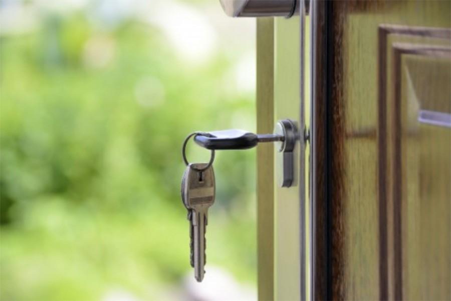 clé sur une porte
