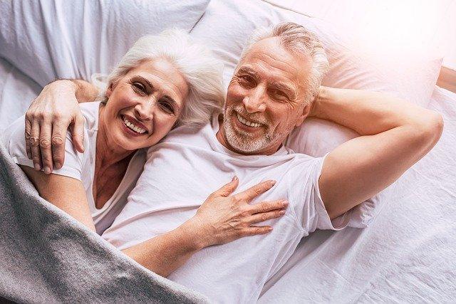 couple de seniors heureux