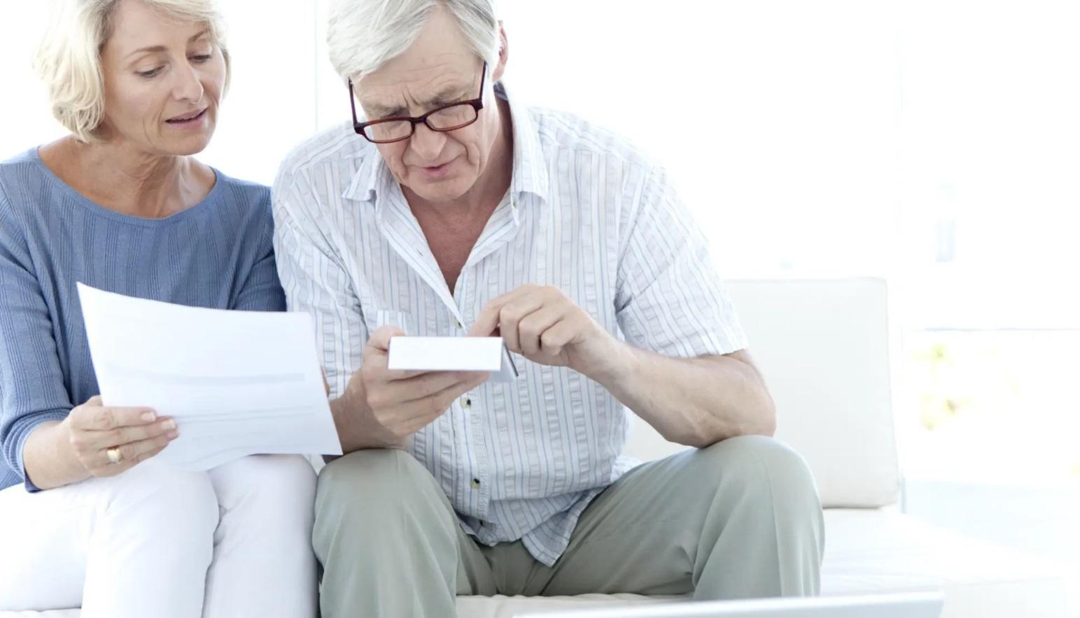 personne agée souscrivant à une assurance